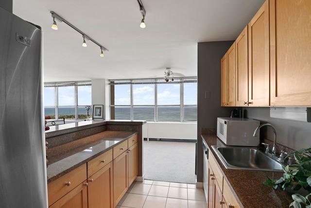 Lakeview - 655 West Irving Park Road Unit 3402, Chicago IL, 60613 - Kitchen