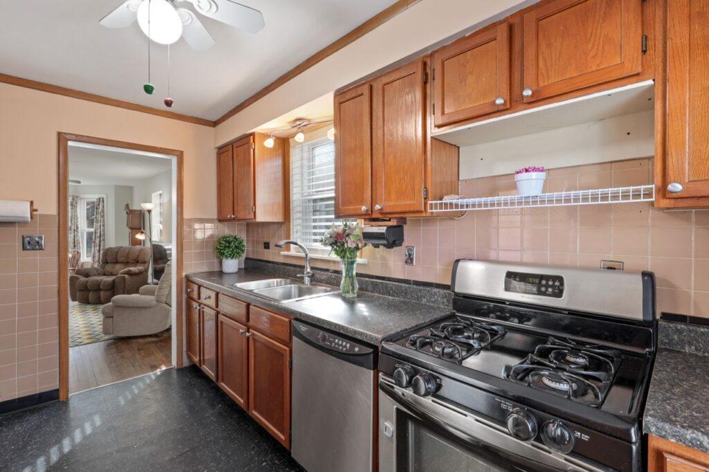 West Ridge - 2832 West Jerome Street, Chicago, IL 60645 - Kitchen