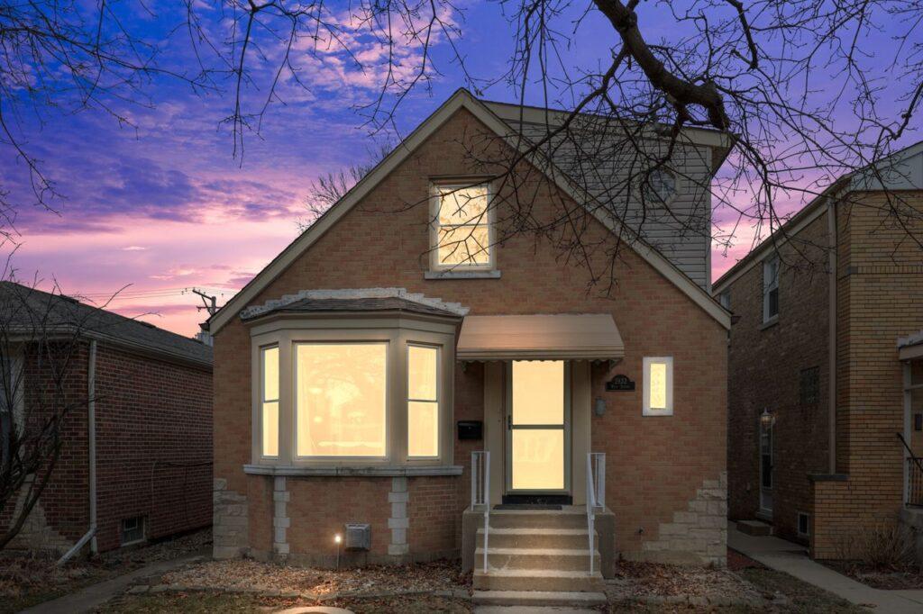West Ridge - 2832 West Jerome Street, Chicago, IL 60645 - Front View