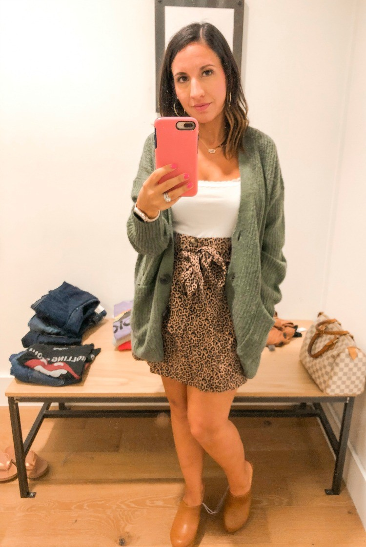 Cute outfit for transitioning into fall style