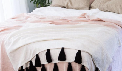 """alt=""""photo_of_bed_ with_linen_bed_covers"""""""