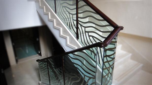 栏杆玻璃镀钛