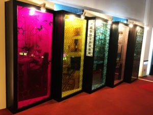 colored laminated glass with Titanium Decor Glass