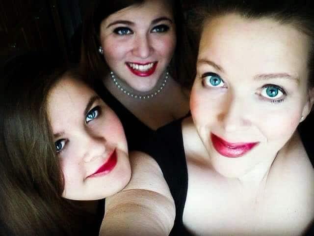 Trio of blogging family members