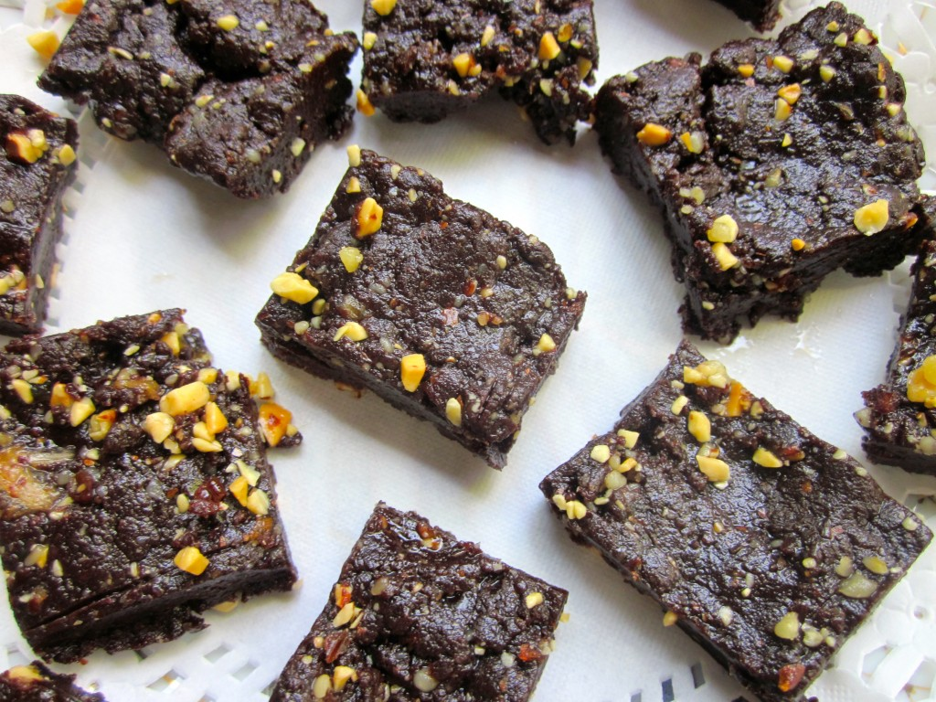 It's a Miracle: Brownies, Healthy - Delicious - Raw (no sugar or eggs)