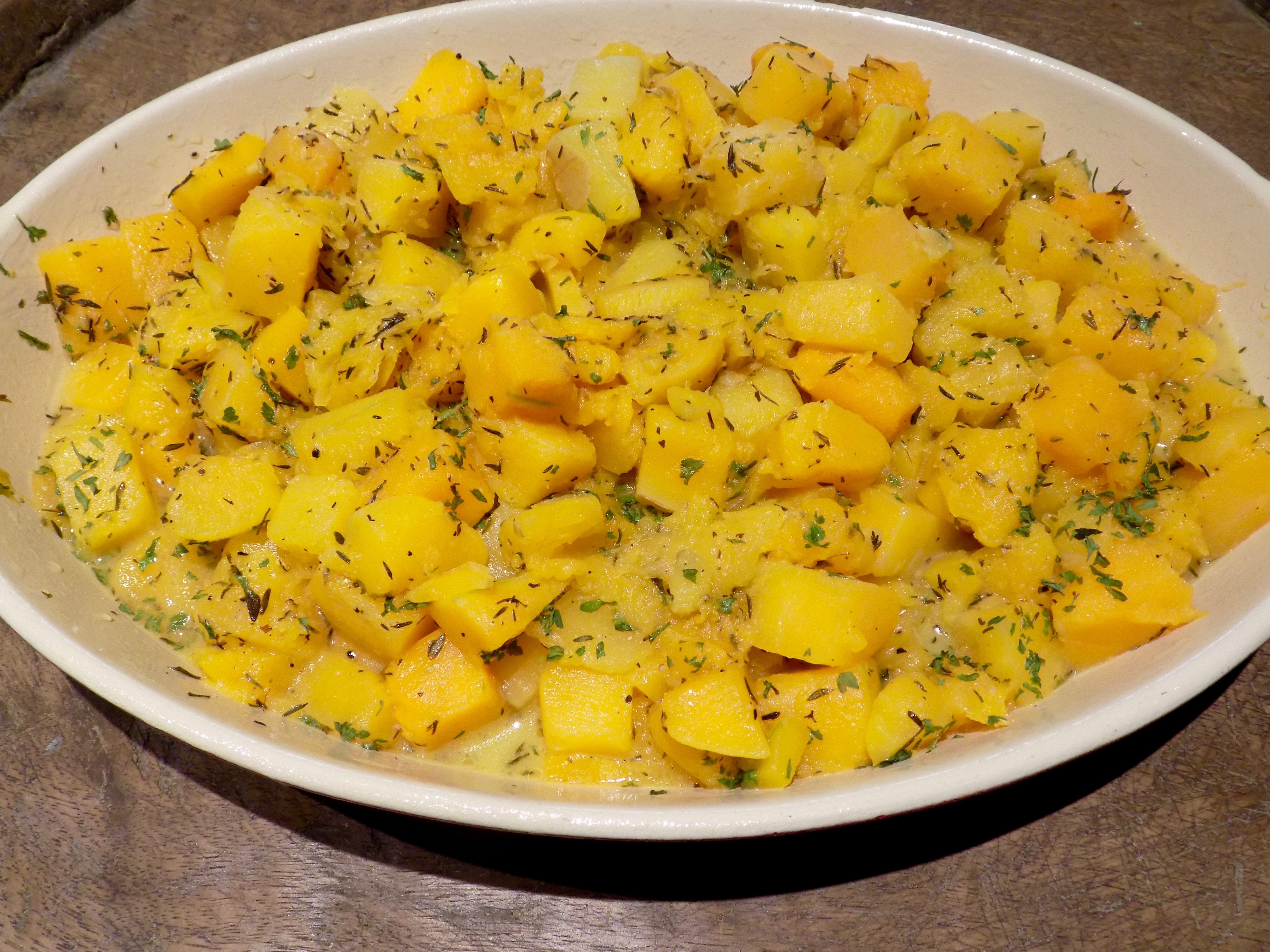 THE ROASTED SQUASH IS WAITING FOR ITS TOPPING MIXTURE.