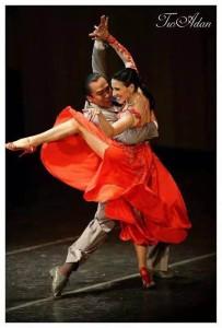 Ivan y Silvana bailando