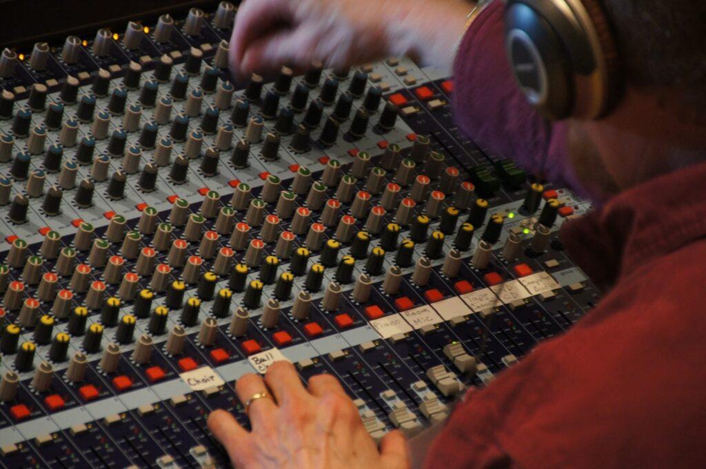 sound-studio-571995_1920