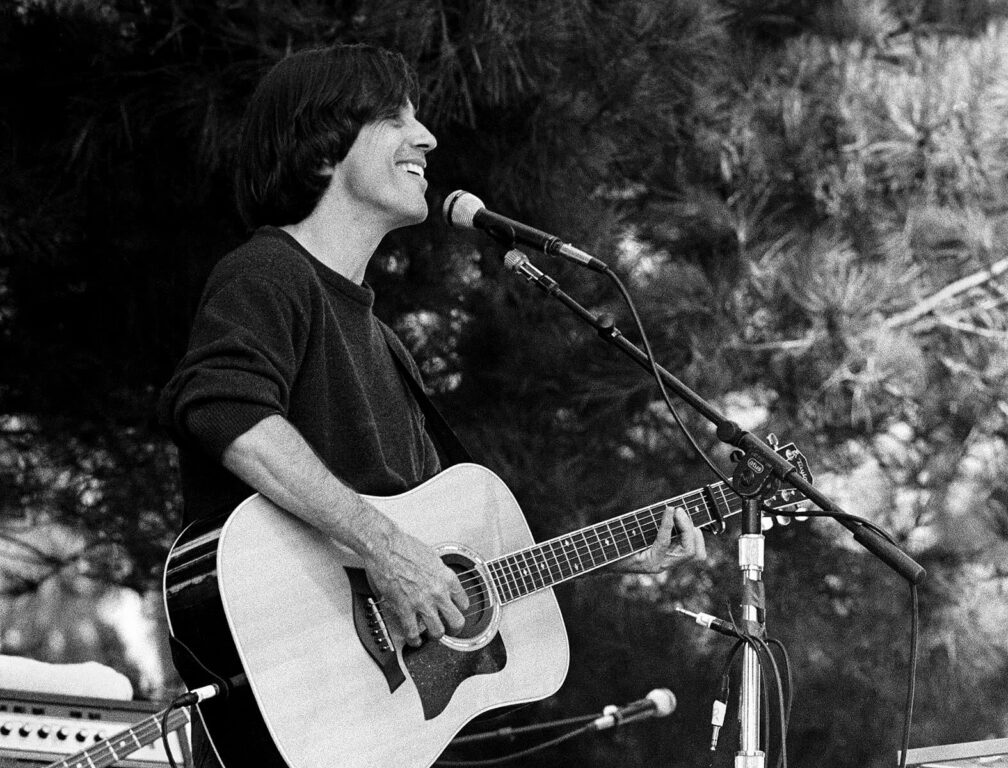 JACKSON BROWN sings at the Esalen Institute  during the the annual 4th of July celebration - CALIFORNIA