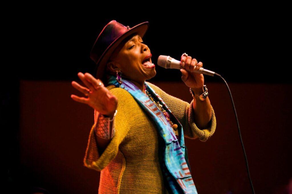 DEE DEE BRIDGEWATER sings at the 2009 MONTEREY JAZZ FESTIVAL - CALIFORNIA
