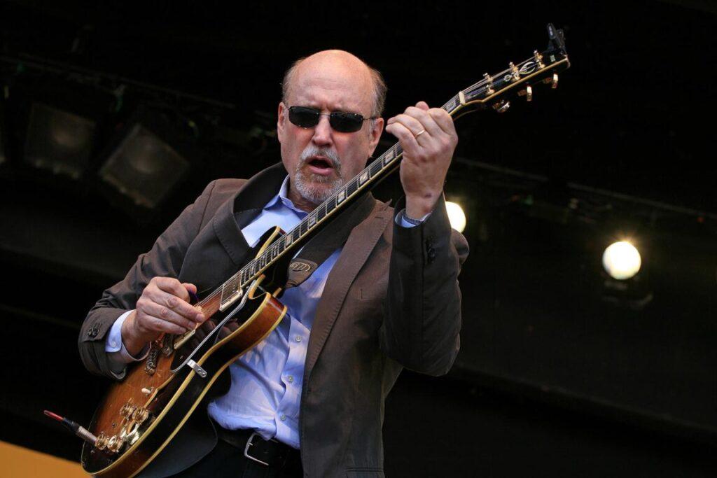 JOHN SCOFIELD plays his guitar at the 2009 MONTEREY JAZZ FESTIVAL - CALIFORNIA