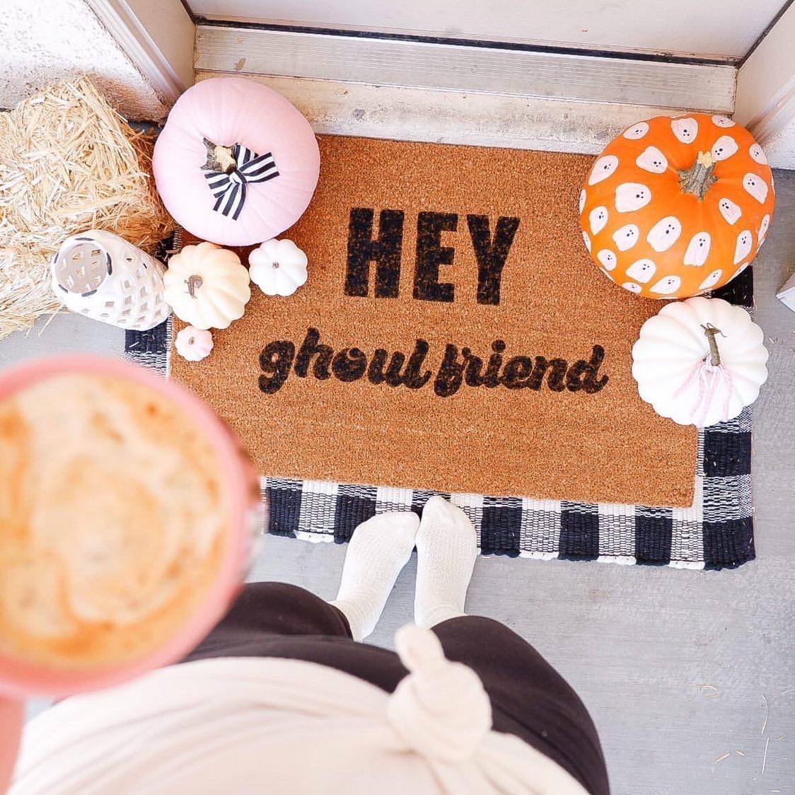 Hey Ghoulfriend halloween doormat DIY project