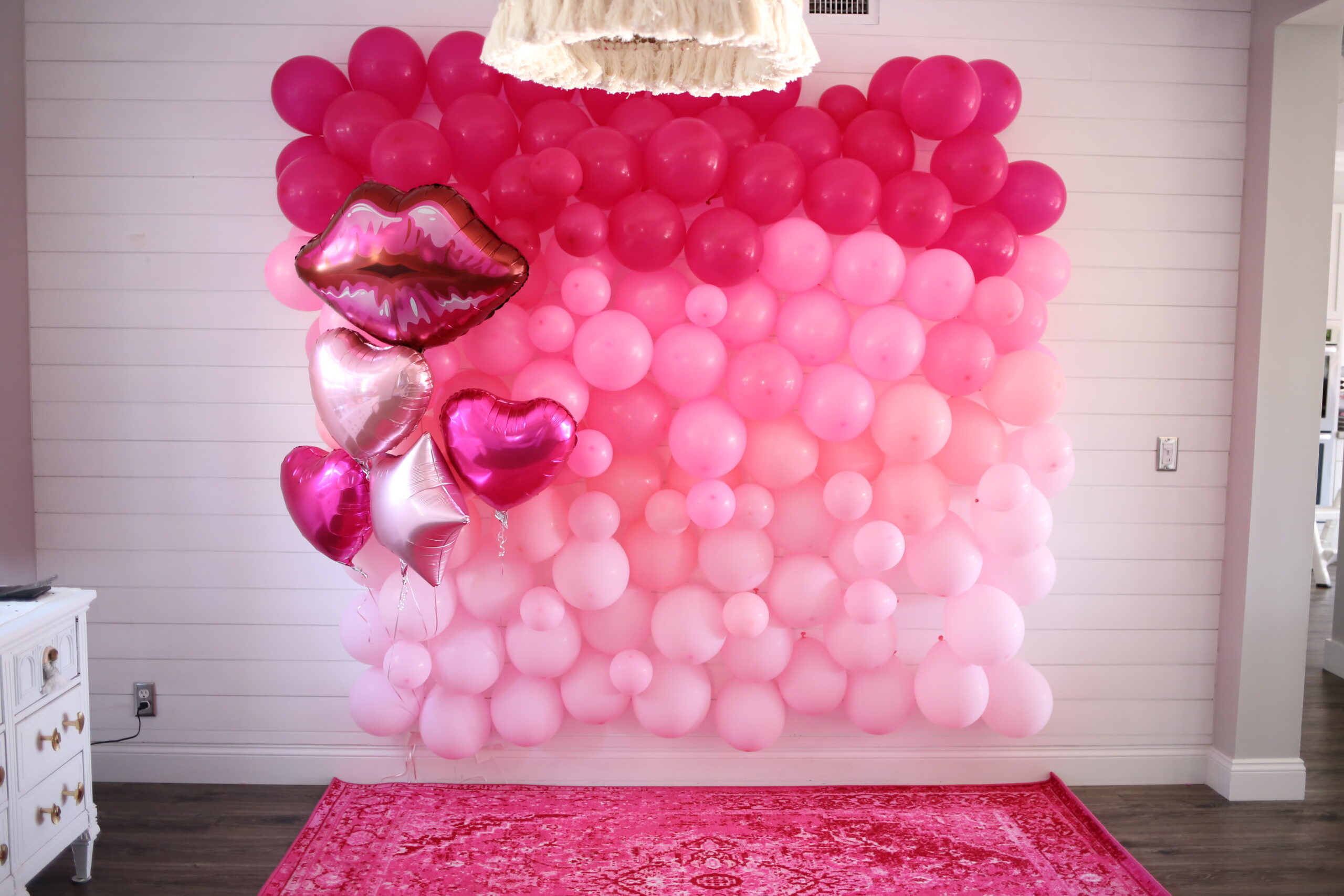 ombre pink balloons DIY for photos of guests