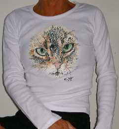 Long-sleeved with Green-eyed cat
