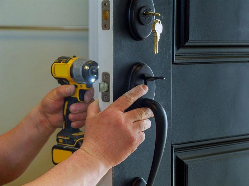 Drilling-Door-Knob
