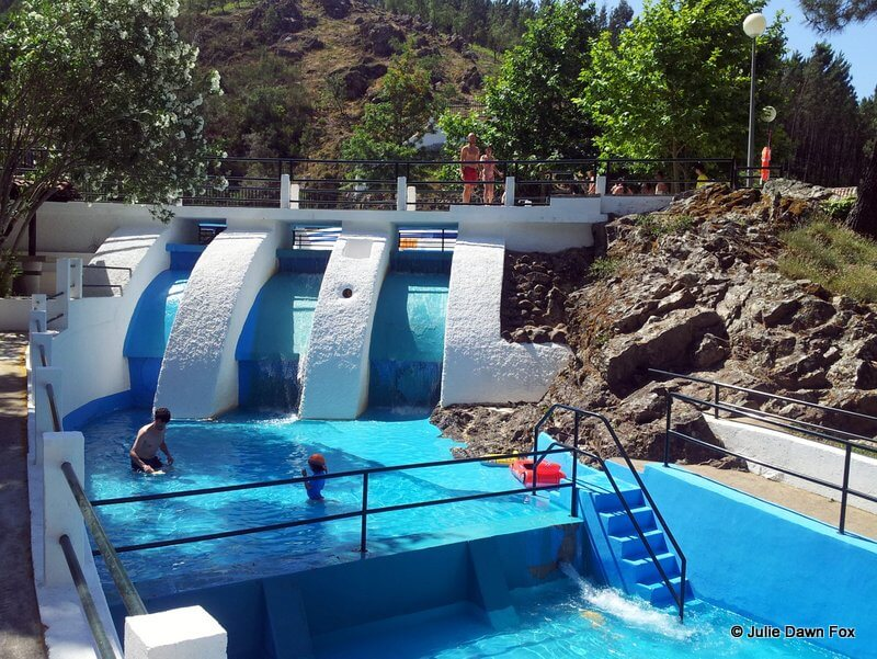 Shallow river fed swimming pool, Recreio da Fraga swimming pools, São Miguel de Poiares, Portugal