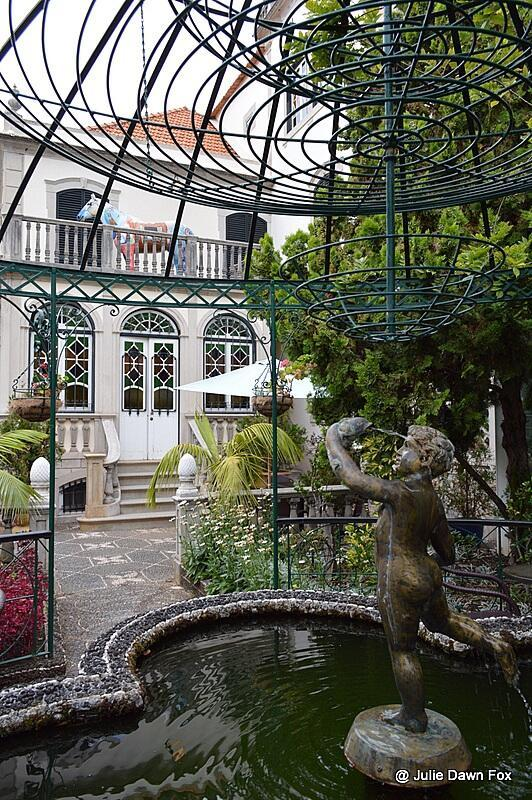 Fountain and house, Universe of Memories, Funchal. Things to see and do in Funchal