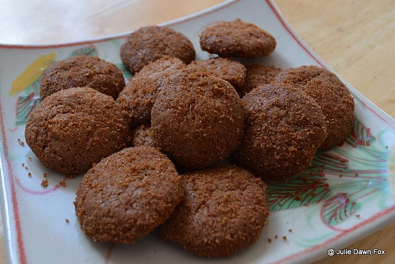 Madeira biscuits, broa de mel