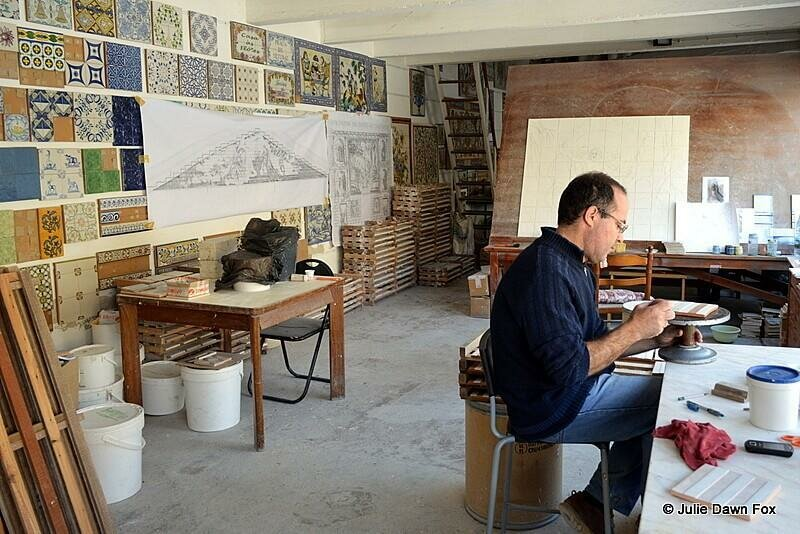 Artesan at work, Azulejos de Azeitão