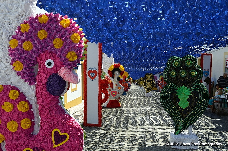 Paper Barcelos cockerels and Viana hearts from Portugal's Minho region, Ruas Floridas, Redondo 2013