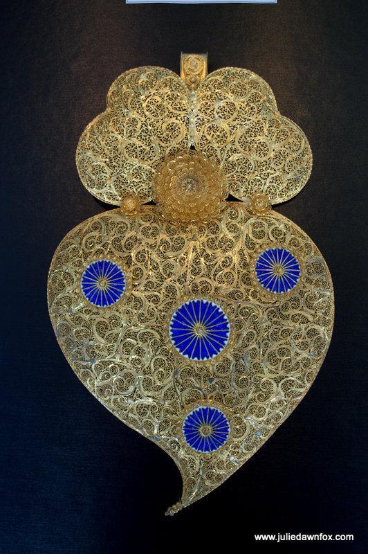 Gold filigree heart, Ourivesaria Freitas, Viana do Castelo