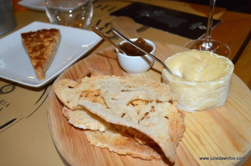 Azeitão cheese, fig jam and almond tart