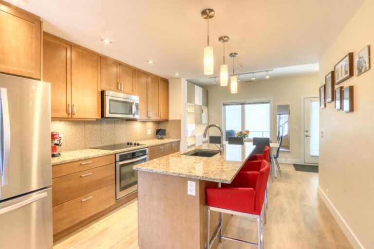 206, 20 Brentwood Common NW - Kitchen 1