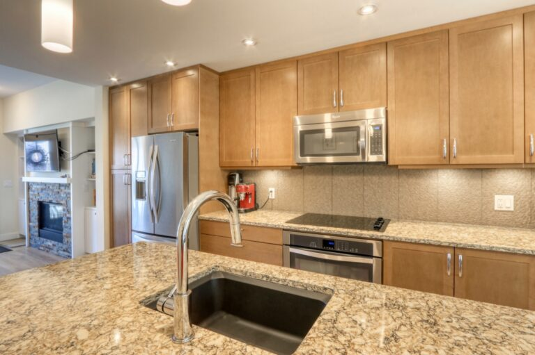 206, 20 Brentwood Common NW - Kitchen 3