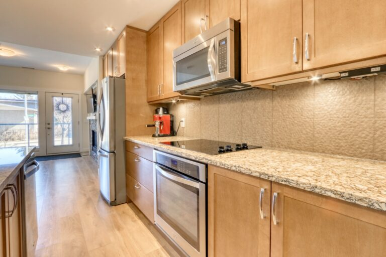 206, 20 Brentwood Common NW - Kitchen 5