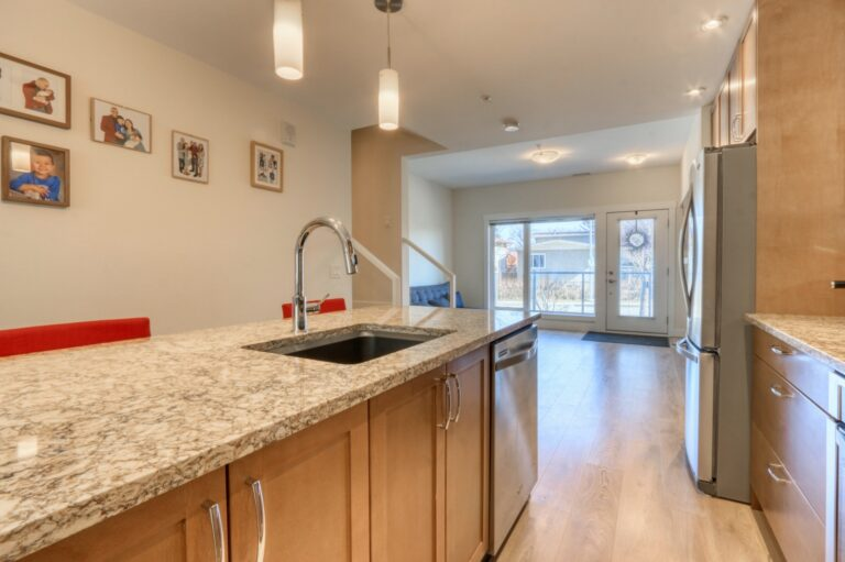 206, 20 Brentwood Common NW - Kitchen 6
