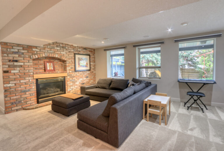 27 Cumberland Drive NW - Family Room 2