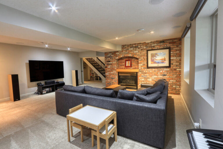 27 Cumberland Drive NW - Family Room 3