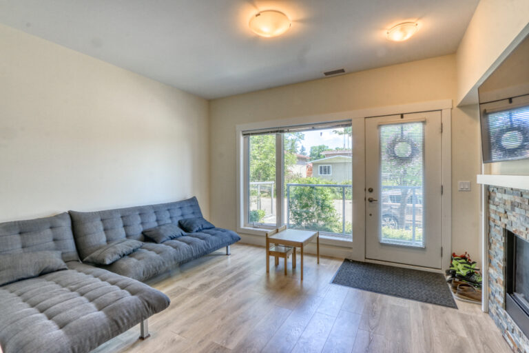 206, 20 Brentwood Common - Living Room 1