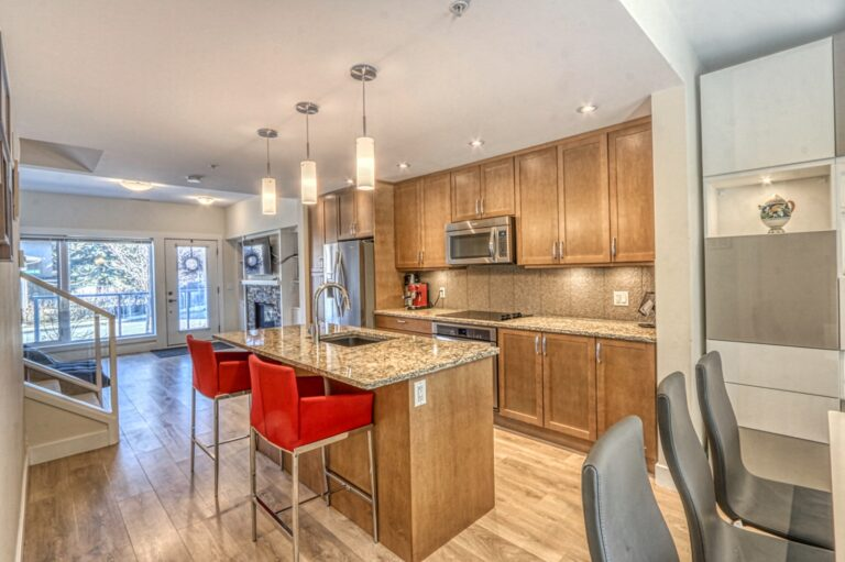 206, 20 Brentwood Common NW - Kitchen 4