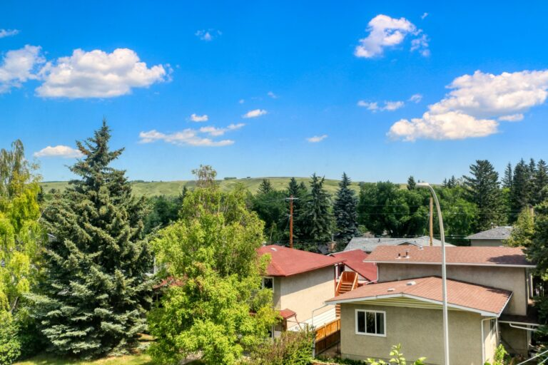 206, 20 Brentwood Common - Nose Hill 1