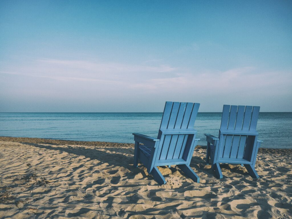 Telehealth for Florida.  Online Counseling for Florida.  Kelly Saylor Christian counselor.  Marriage and Mental health Counselor. Setting at the beach.