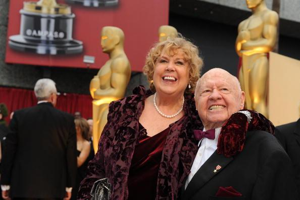 Actor Mickey Rooney and his wife Jan at the 81st Academy Awards at the Kodak Theater in Hollywood, California on February 22, 2009. AFP PHOTO Robyn BECK (Photo credit should read ROBYN BECK/AFP/Getty Images)