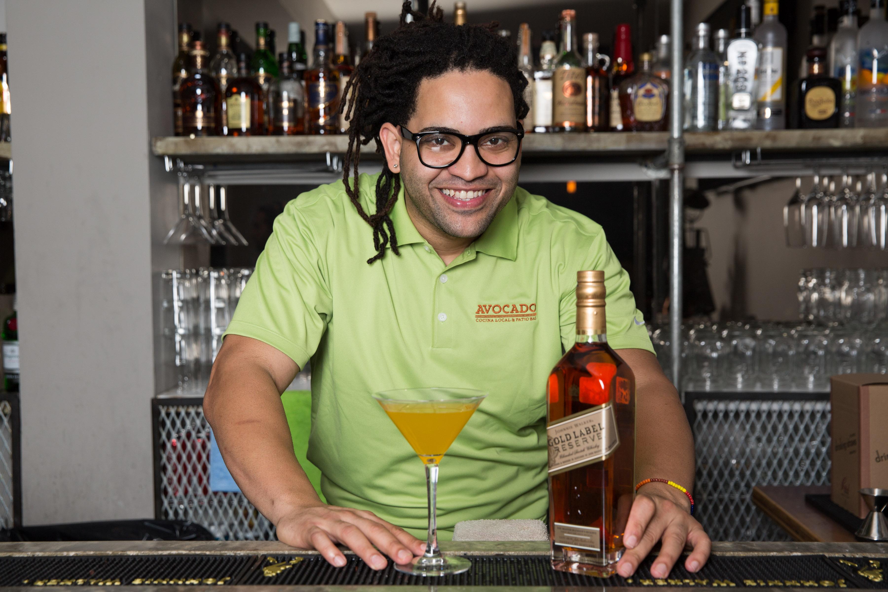 Jonathan Gonzalez, Bartender y creador del menu de cocteles