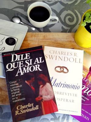 Cafe con Cacao y un libro