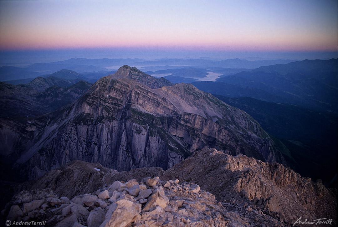 alpen glow from the summit of corno grande in the grand sasso d italia abruzzo apennines italy