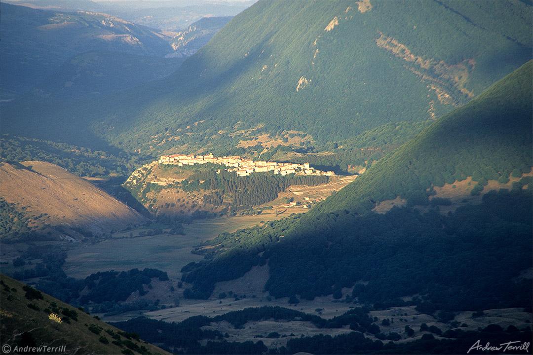 hilltop village of opi abruzzo national park apennines italy jul 7 1997