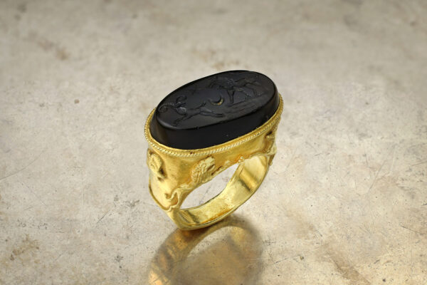 Antique Intaglio Onyx And Gold Ring