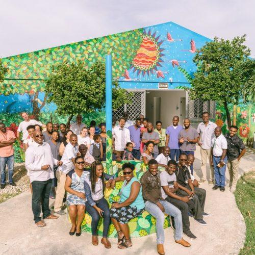 Des artistes japonais transforment les murs de l'hôpital Médecins sans frontières de Drouillard