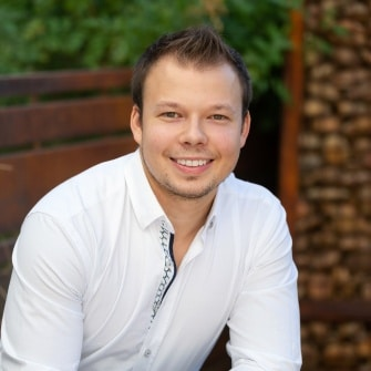 Arizona Real Estate Agent - Xavier Erickson- Tru Realty