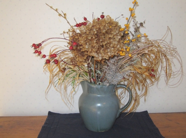 photo of dried flower arrangement