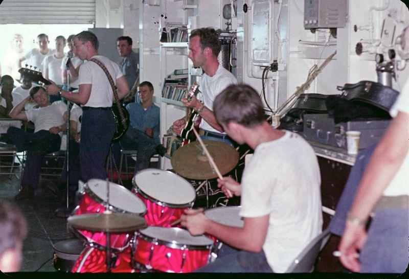 Band in DASH hanger