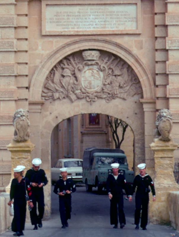 Basilone crew Touring monuments (spanish on monument..