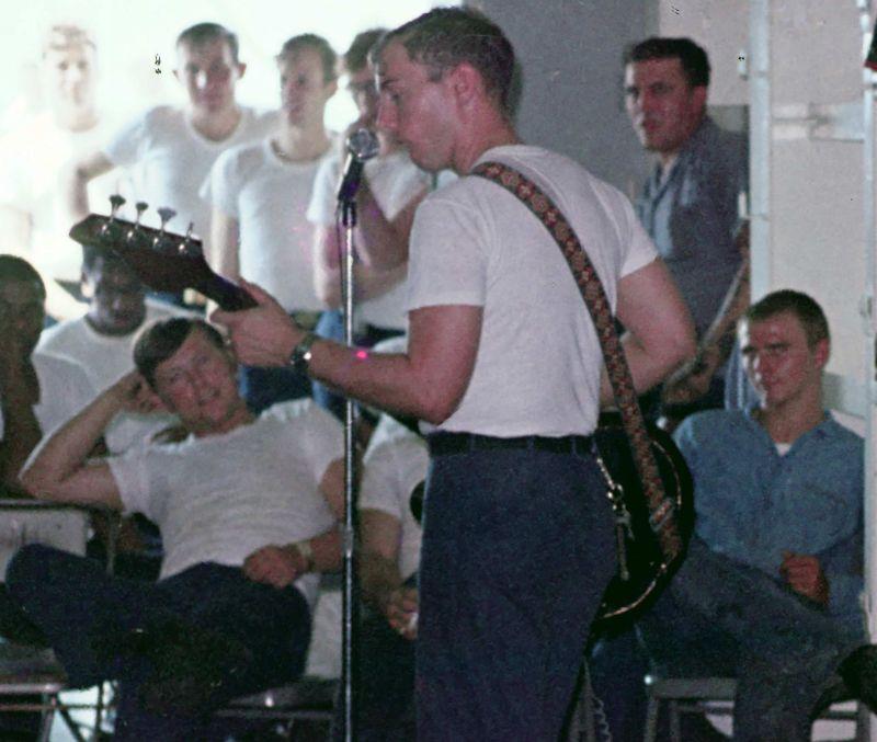 Dash Hanger band and onlookers 1