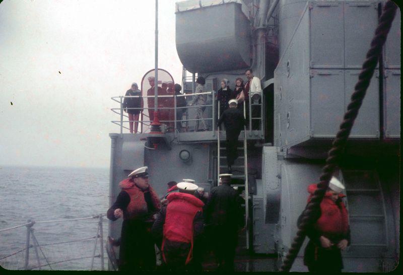 Dependents cruise 1967 springPreparing to receive hi-line
