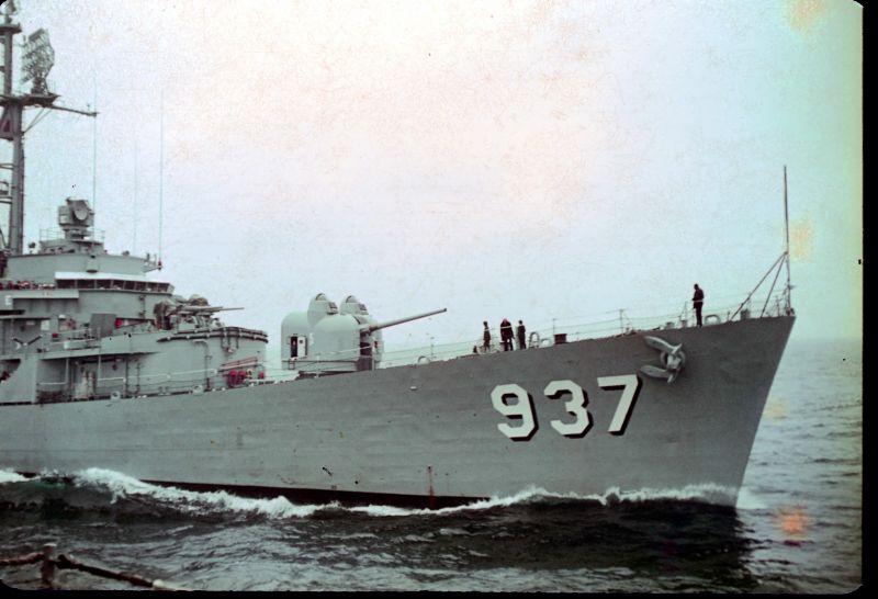 USS Davis comes alongside to recieve high line parents cruise 1967